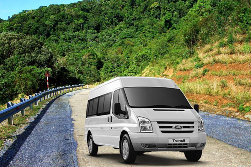 Ford Transit tự tin đối đầu với Toyota Hiace